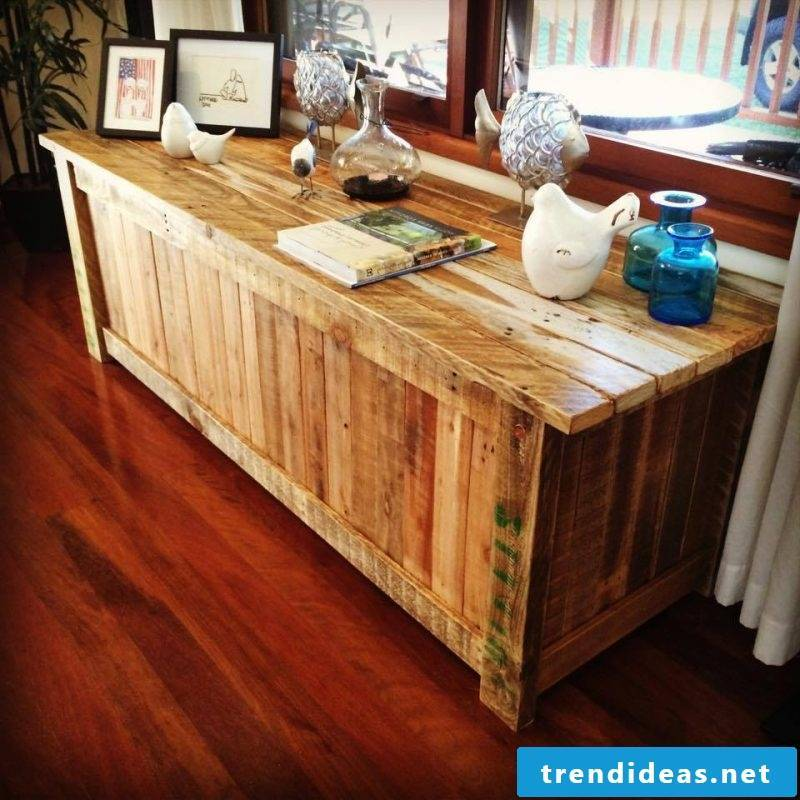 Sideboard build yourself: idea with pallets