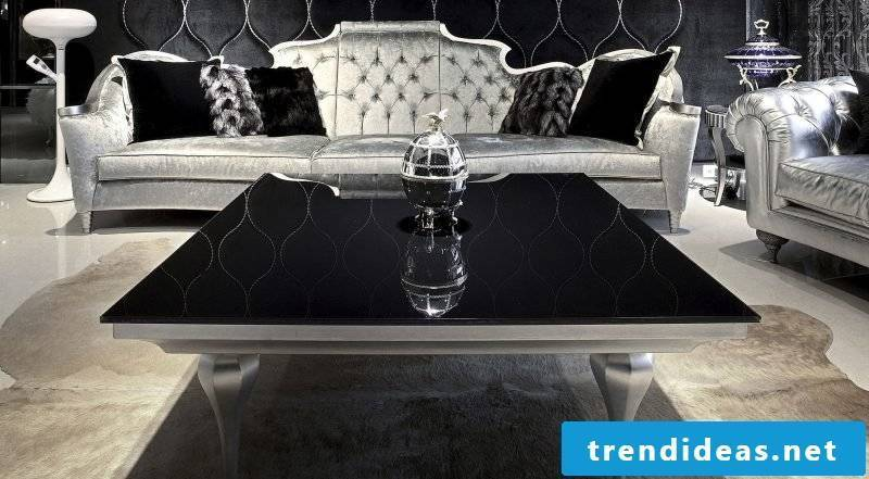 Coffee table in black and silver.