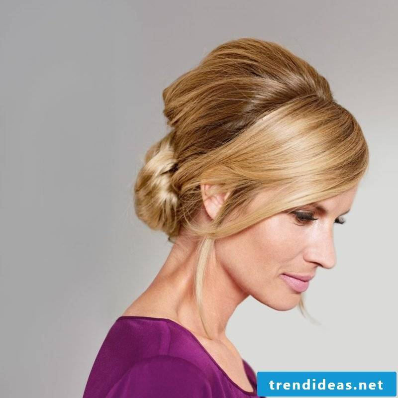 high-set lady hairstyle