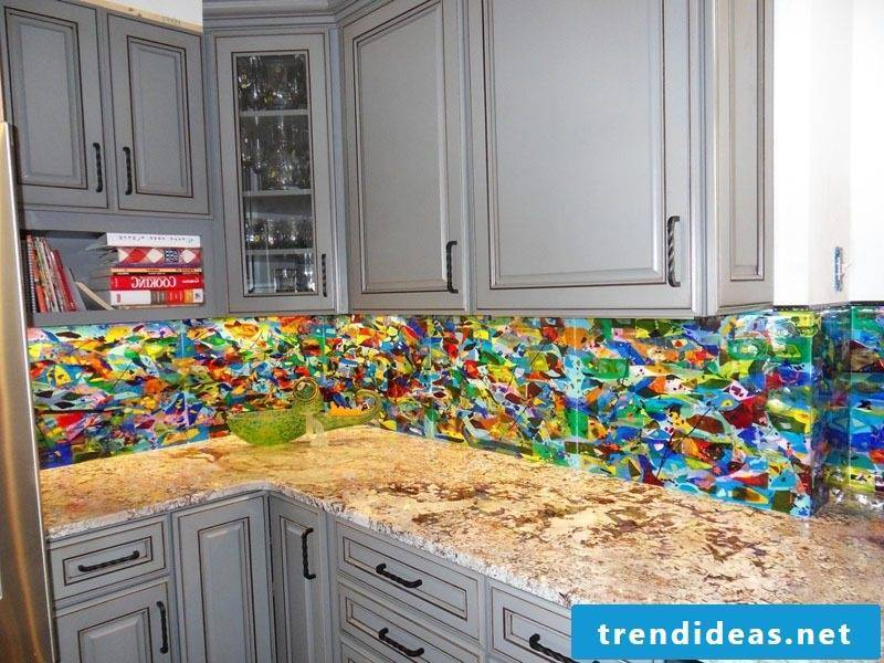 Bring color with a splash guard for kitchen