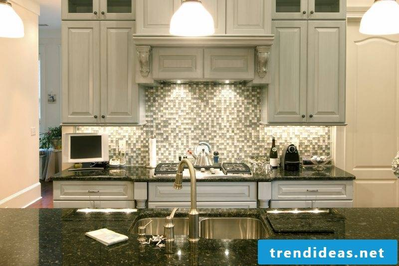Splash guard for kitchen with mosaic