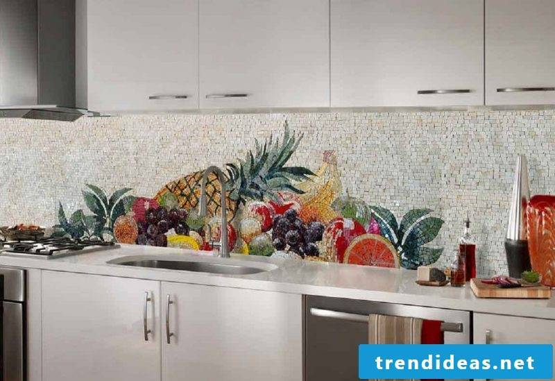 Splash guard for kitchen made of mosaic