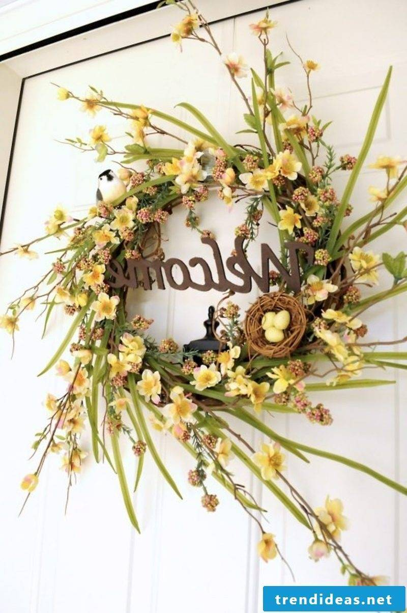 Door wreath daffodils spring