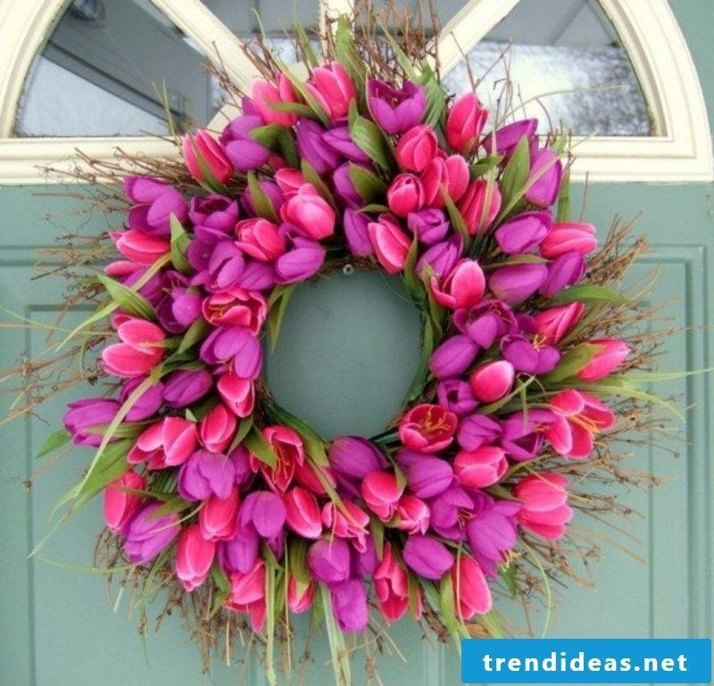 Spring tinkering wreath of pink tulips