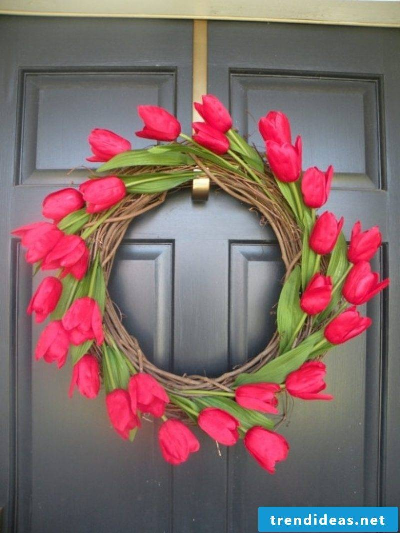 Flower wreath of red tulips Spring tinkering
