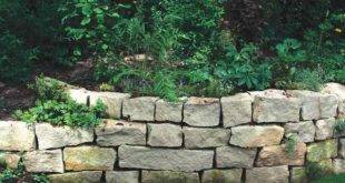 Stone wall as an eye-catcher and privacy in the garden - 40 ideas