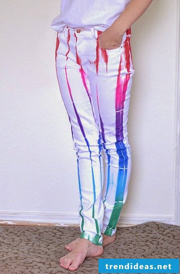 Color the old summer pants to create funny colorful pants for summer