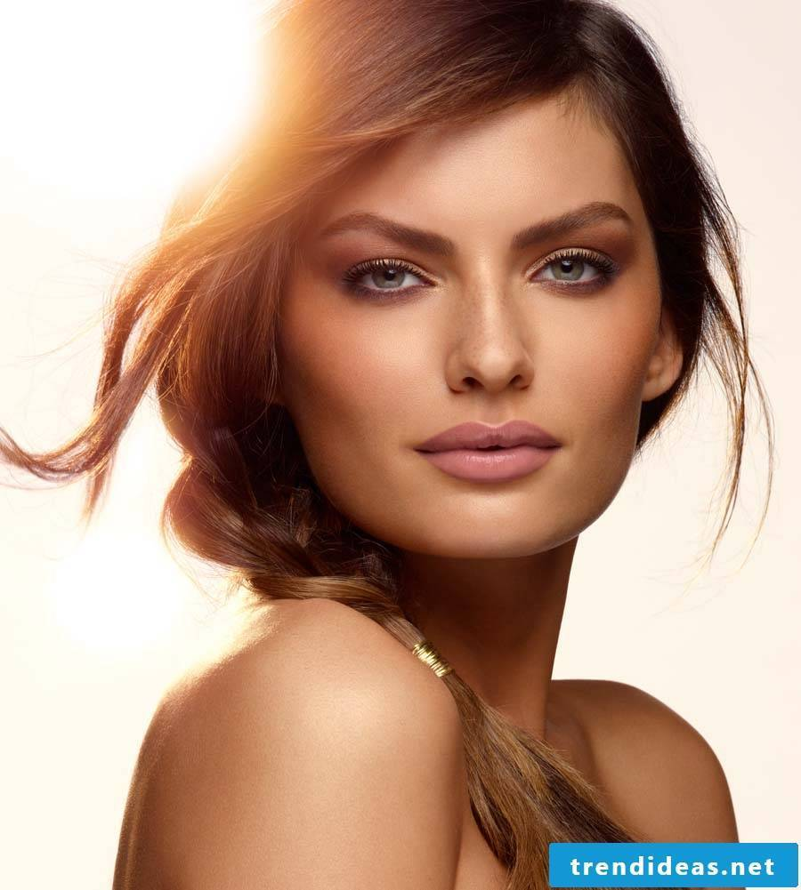 Sun and beach hairstyles and beach make-up