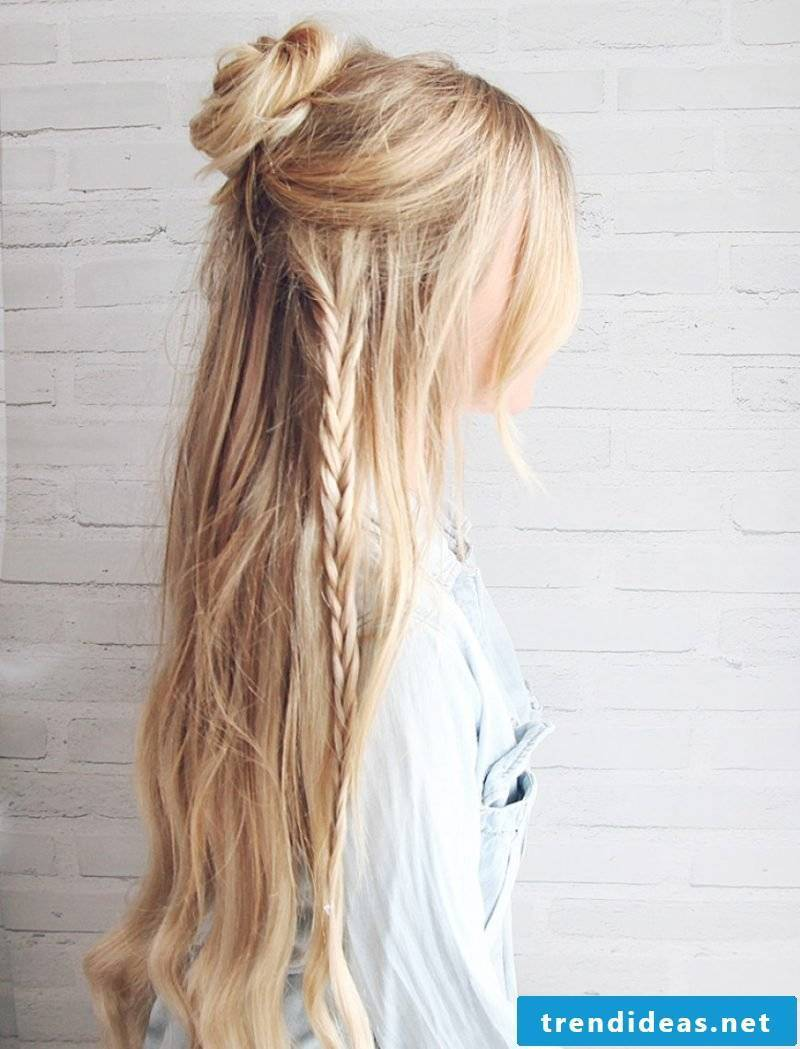 Beach hairstyles with pony or with lichen