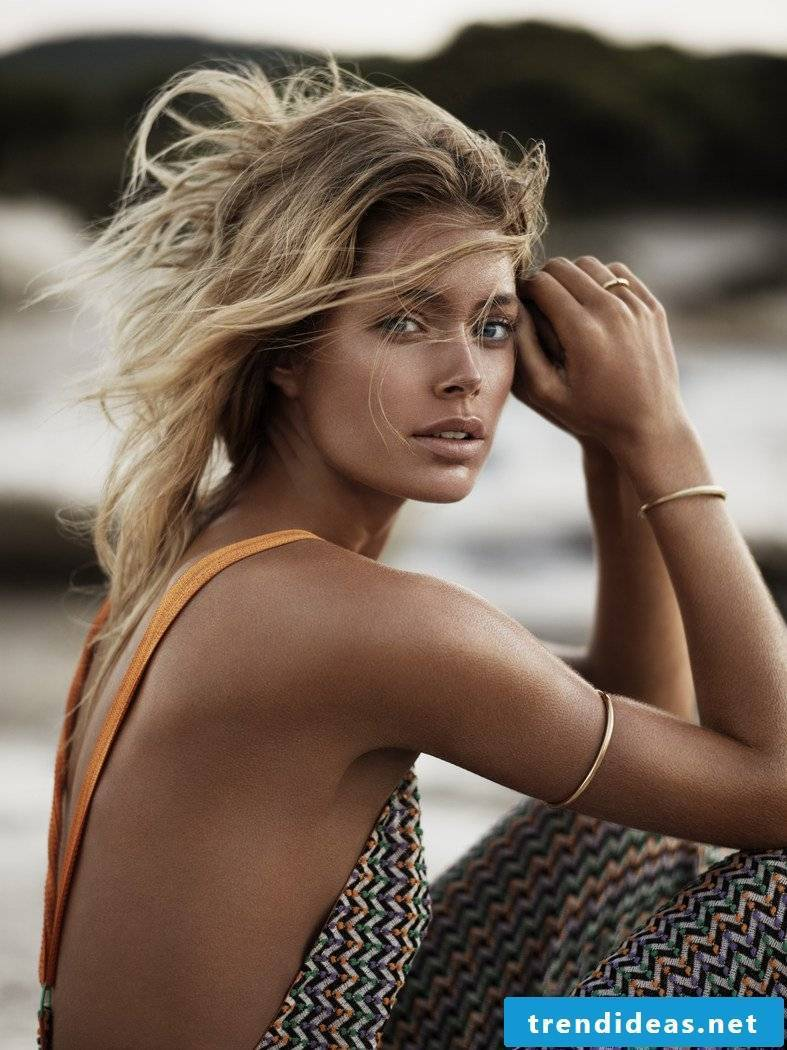 Sun and beach: beach hairstyles and make-up tips for the summer