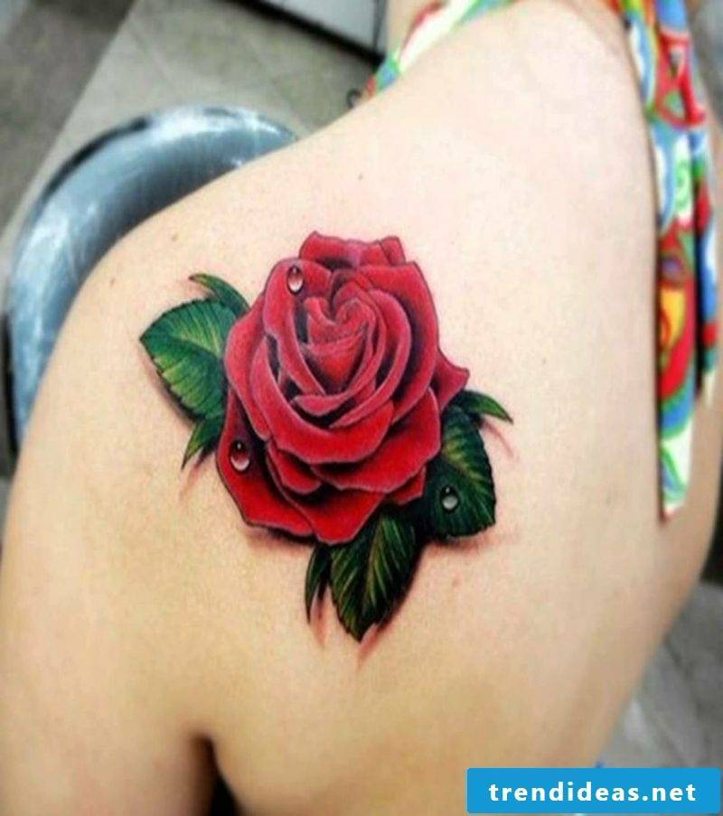 Rose tattoo in 3D look shoulder