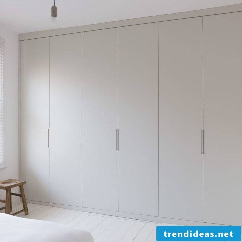 Built-in wardrobe in white