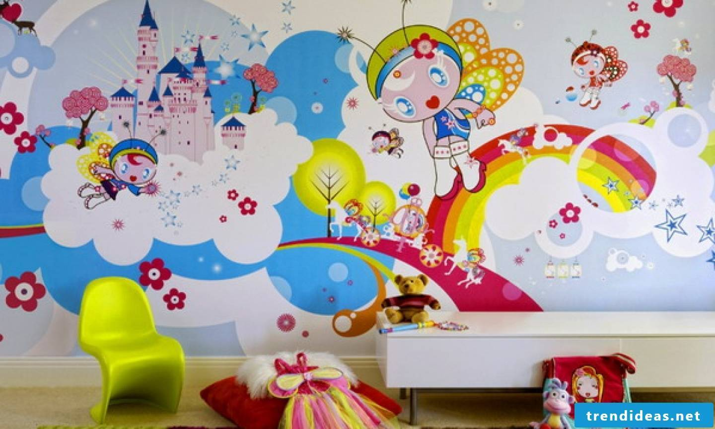 Funny children's wallpaper in fresh colors