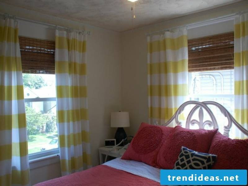 Combination of curtains and blinds in the bedroom
