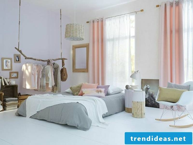 interesting color scheme in the bedroom