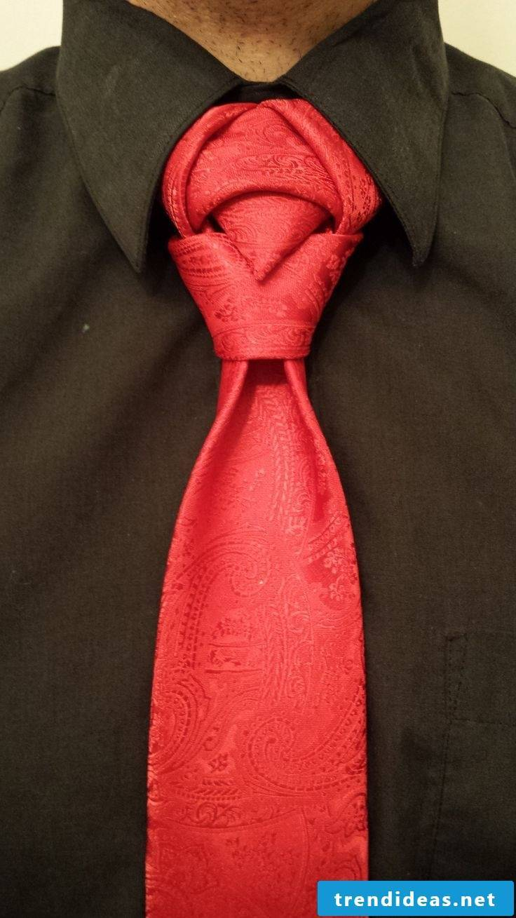 Many ideas for original tie knots can be found here