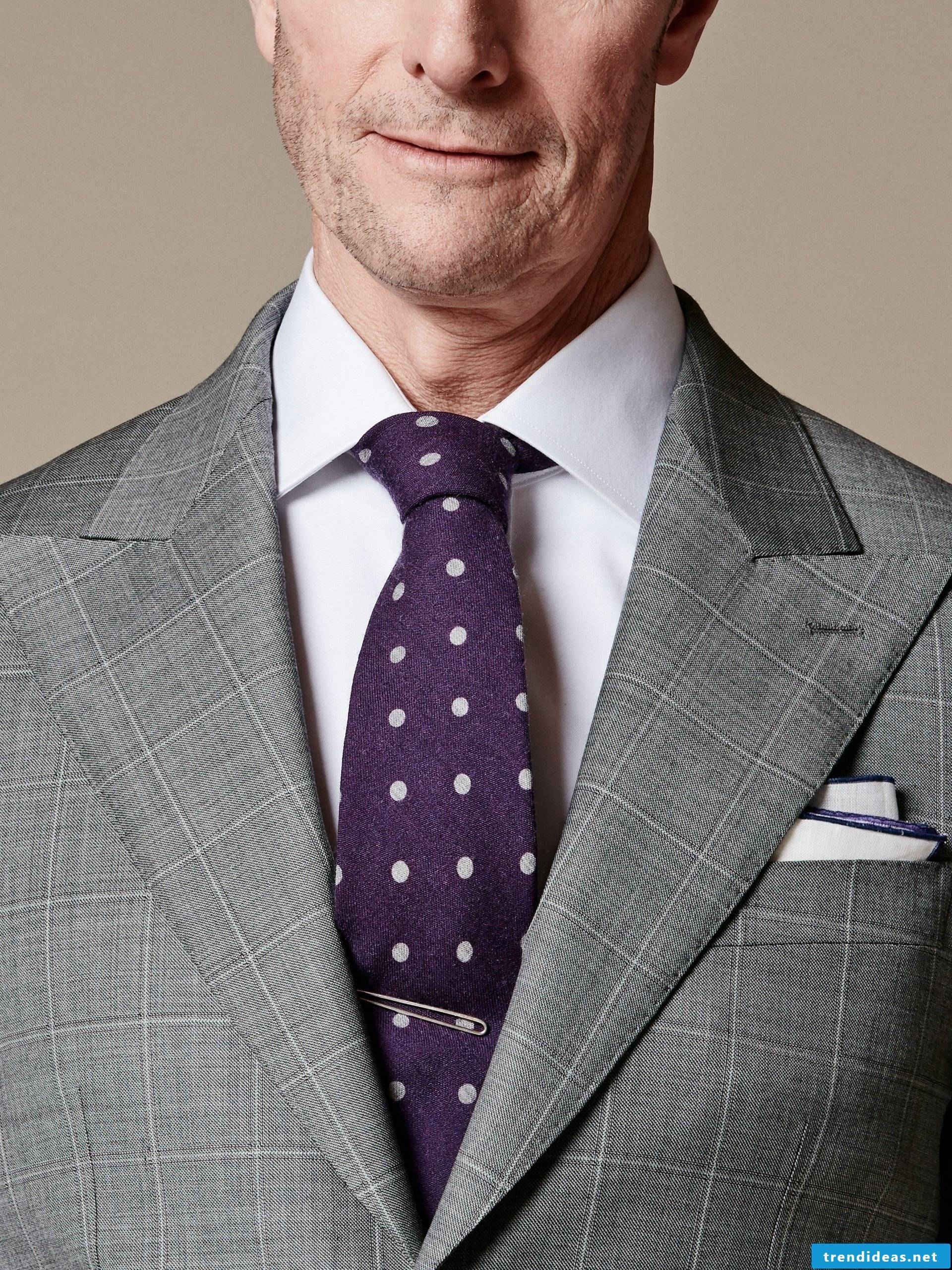 Detailed instructions for Half Windsor tie knot