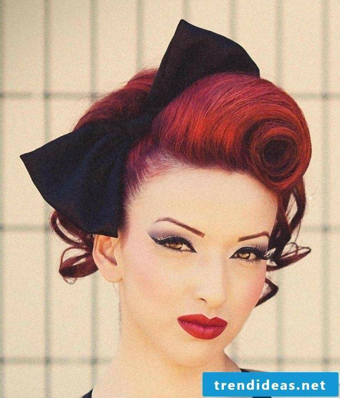 Hairstyles with hairband - the favorite list look of women