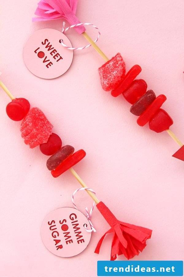 Candy skewers as gifts for Valentine's Day
