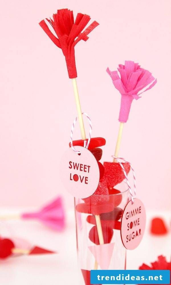 Make Valentine's Day decoration yourself