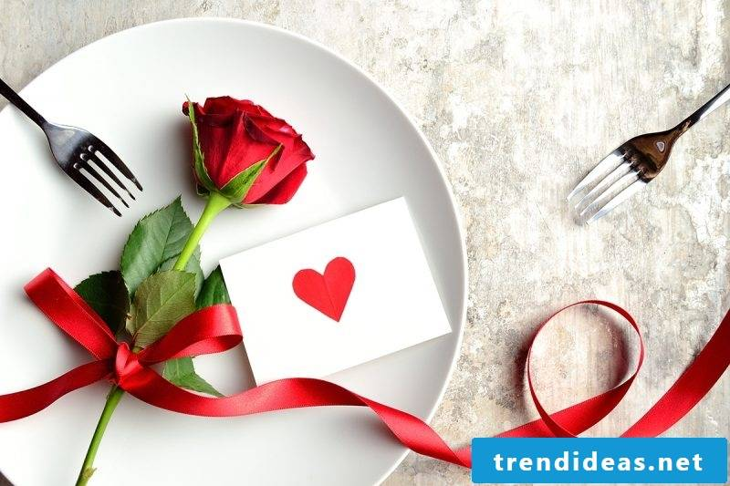 On Valentine's Day you pay attention to small attention: Statistics shows that the gift should cost no more than 25 euros
