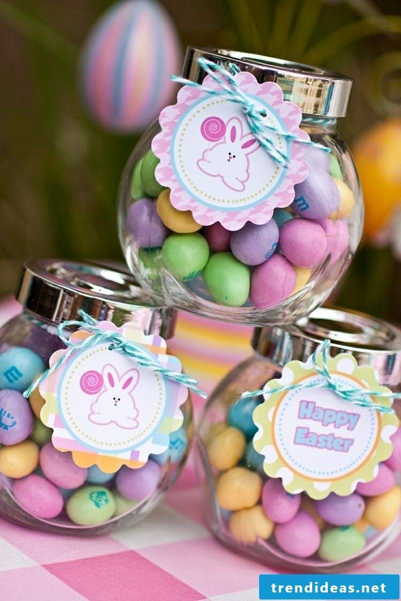 Easter presents are tinkering and packaging sweets