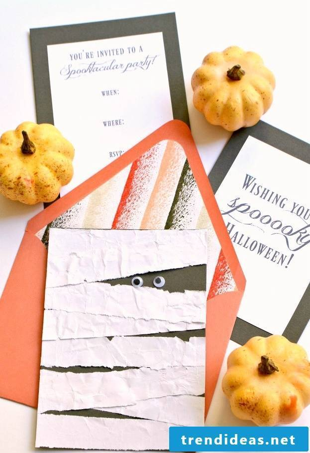 Make Halloween invitation cards yourself
