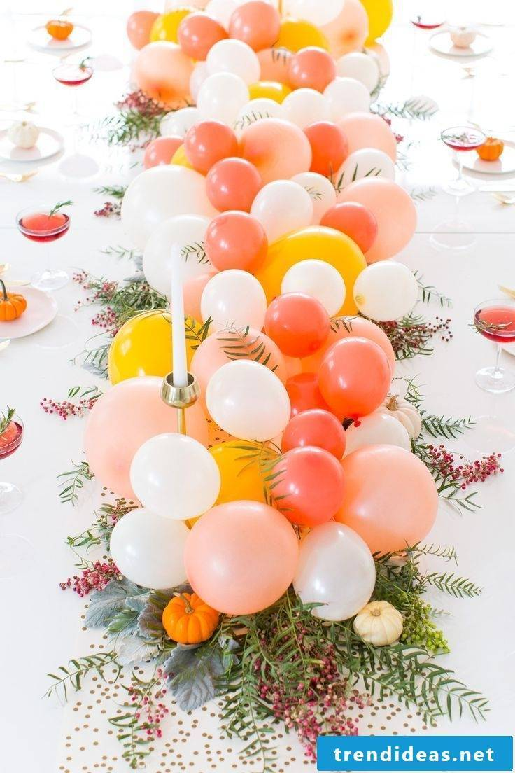 Autumn table decoration with balloons