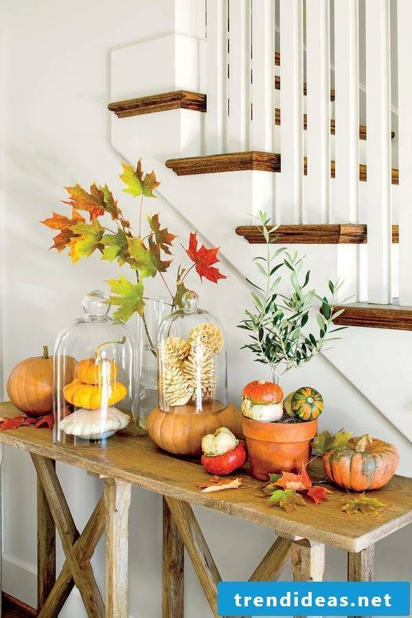 Idea for autumn table decoration in the hallway