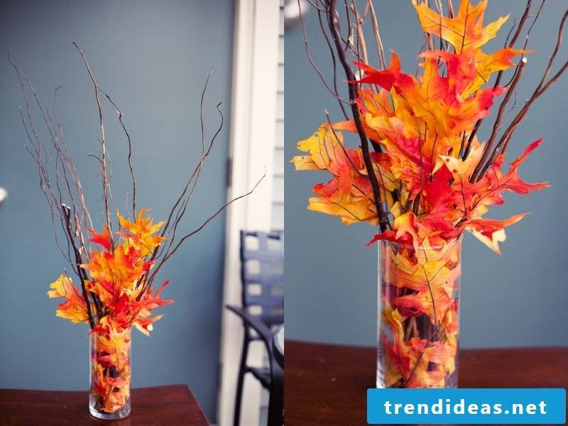 Table decoration with autumn leaves