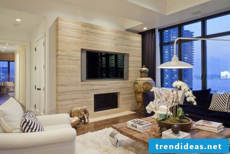 Travertine tiles as wallcovering