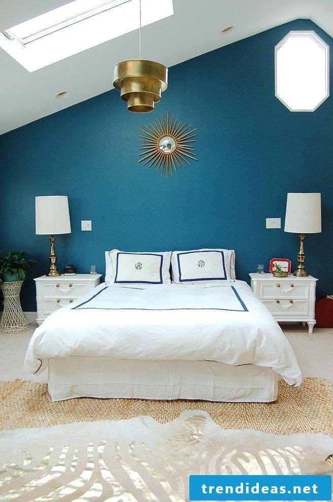Petrol color in the bedroom
