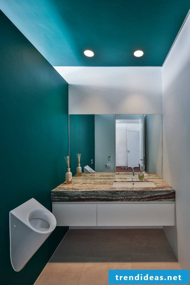 Petrol wall paint in the bathroom