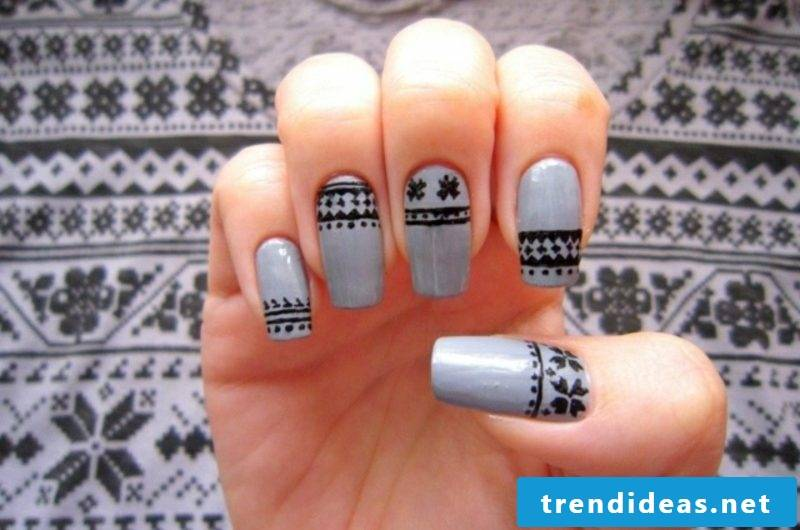 Nail art design for Christmas snowflakes gray black