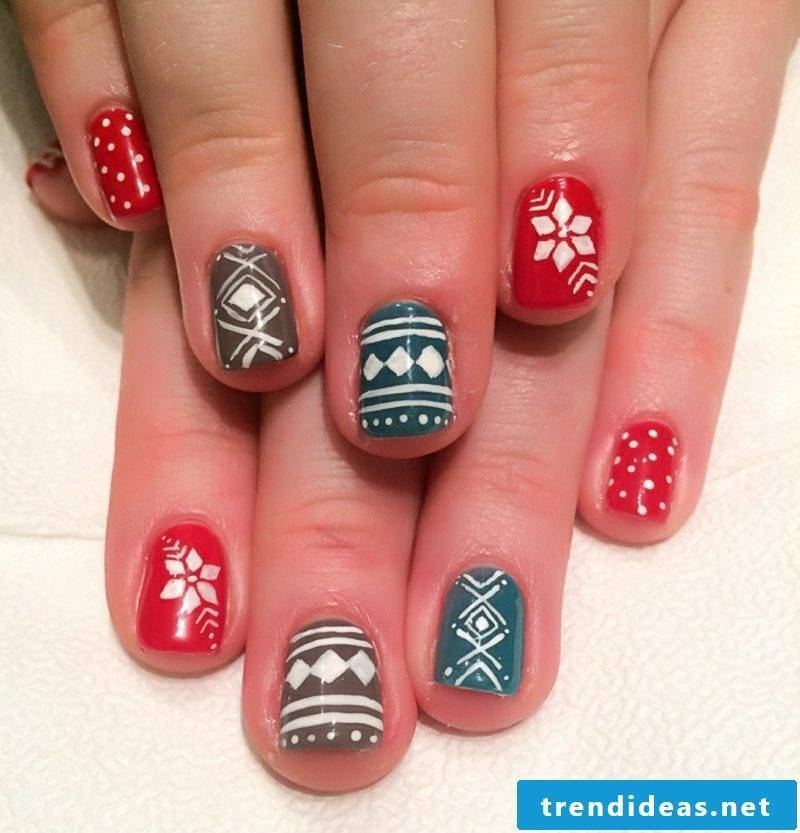 Nail art design for Christmas red gray blue