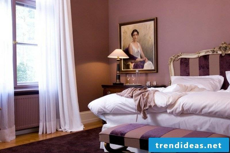 Old pink wall bedroom Baroque style