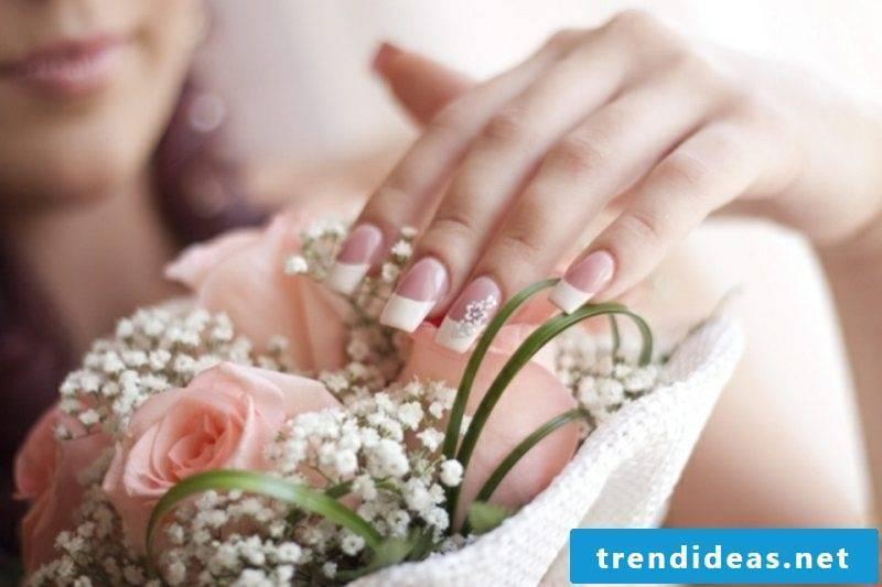 Fingernails design wedding subtly French floral motifs