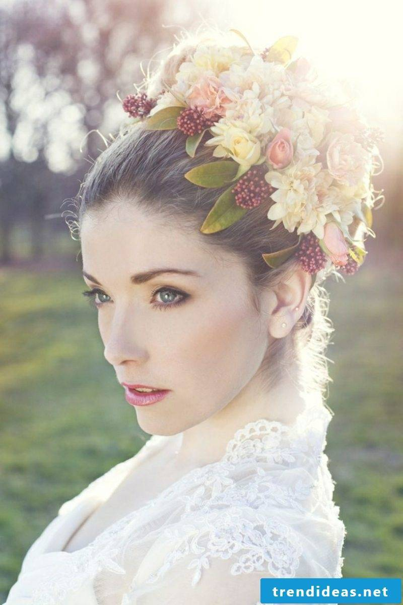 Bridal hairstyles with veil of creative ideas
