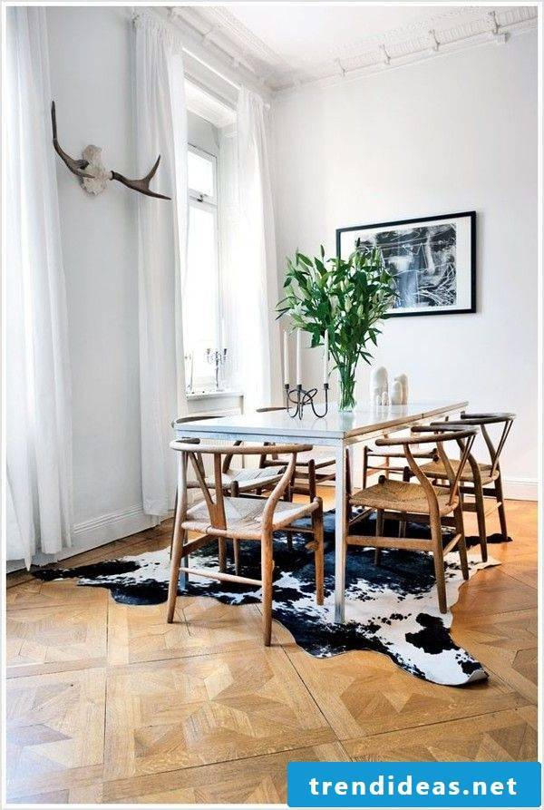 Old chairs in combination with modern dining tables