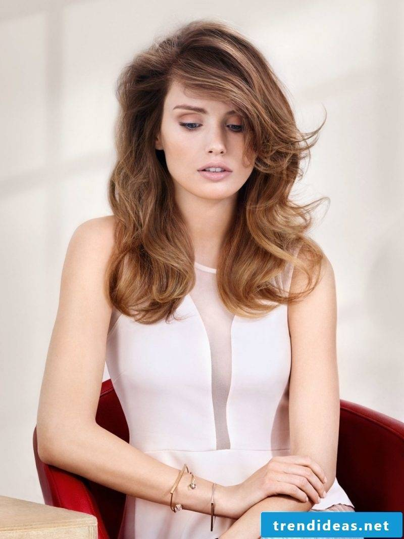 Women's hairstyles discreetly