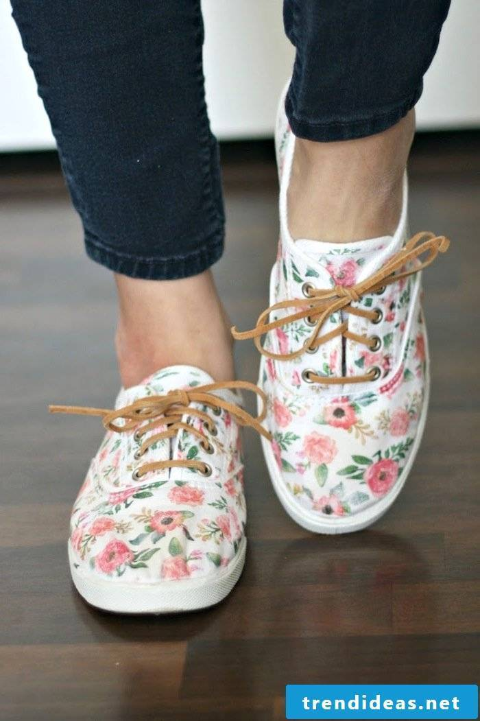 Do you want to wear such women's shoes on the streets, then read our DIY for women's shoes spice up