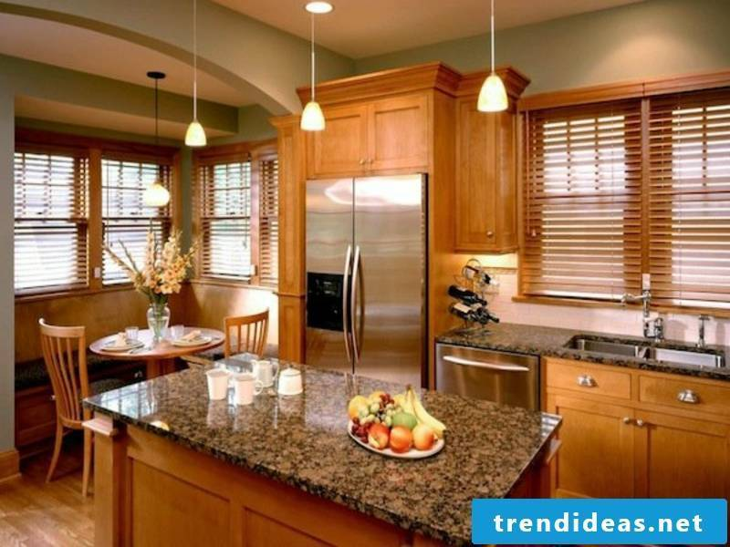 Wooden blinds in the kitchen - style and minimalism
