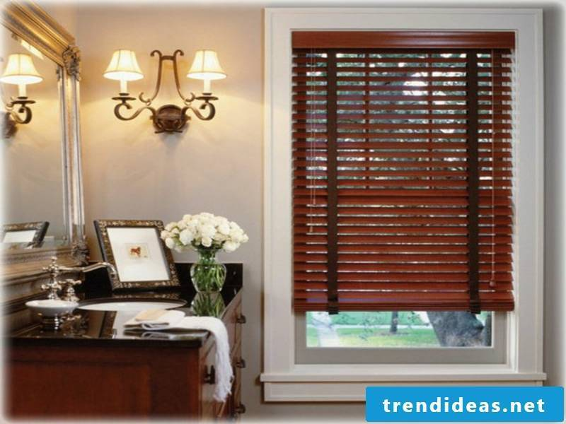 The wooden blinds regulate the light in the room