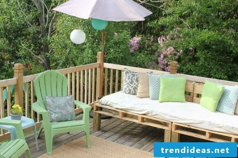 Pallet sofa in the garden gorgeous look
