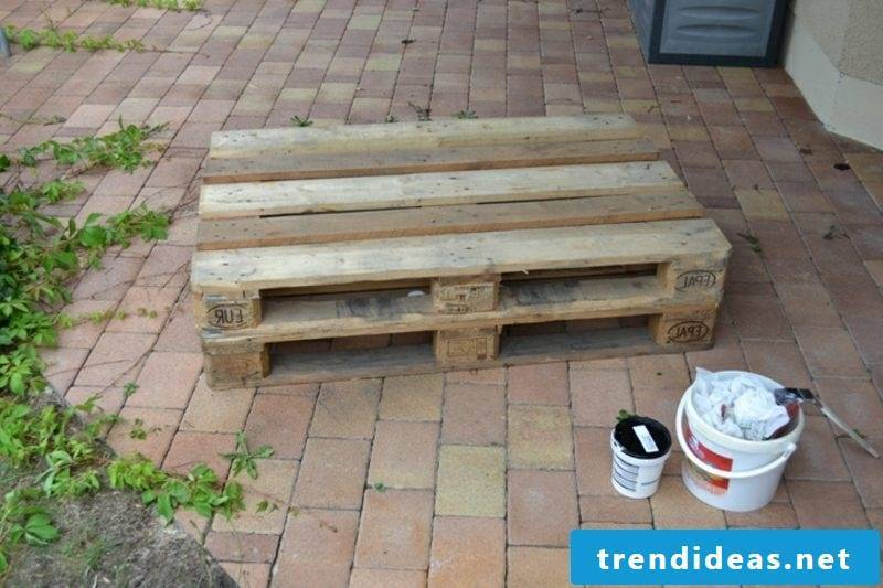Build a pallet sofa to get the necessary materials