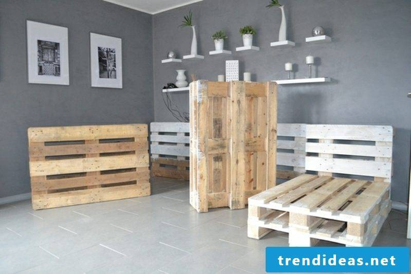 Build a pallet sofa, arrange the europallets